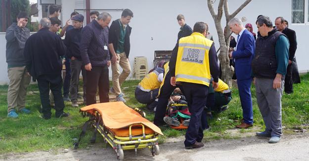 Elektrikli bisikletle otomobil çarpıştı! 2 öğrenci yaralandı