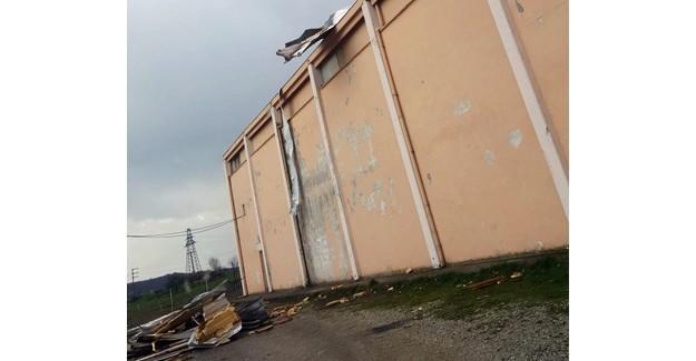 Şiddetli rüzgar çatıyı uçurdu