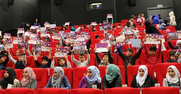 Sığınmacı çocukların sinema keyfi