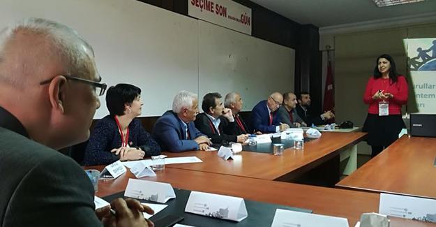 CHP İlçe Başkanları ve İl İcra Kurulu yöneticilerine eğitim
