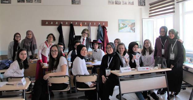 CMSBL öğrencilerinden MUN etkinliği