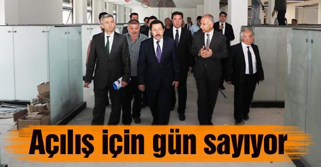Vali Balkanlıoğlu İş-Kur'un yeni binasını gezdi