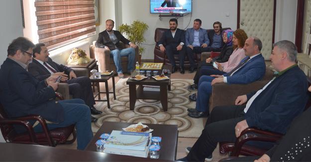 Vali Balkanlıoğlu'ndan AK Parti'ye ziyaret