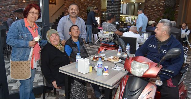 Engelliler ilk iftar yemeğinde bir araya geldi