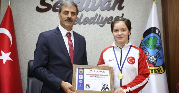 Şampiyon Serdivan Meclisi'nde