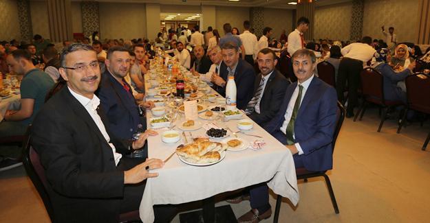 AK Parti Serdivan tam kadro iftar yaptı