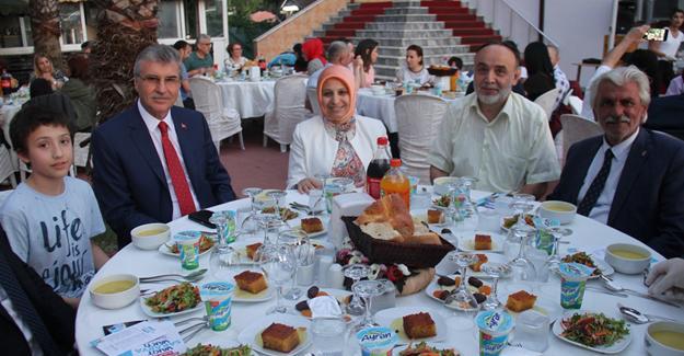 MEM'den geleneksel aile iftarı