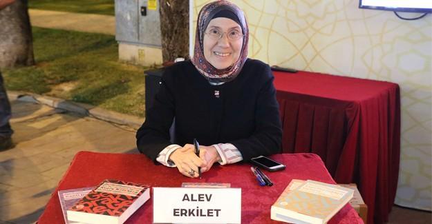 Yazar Erkilet Kitap Sokağı'nda sevenleriyle buluştu