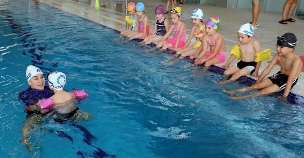 Yüzme kursuna start verildi