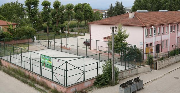Adapazarı'nda 14 mahalleye 16 spor sahası