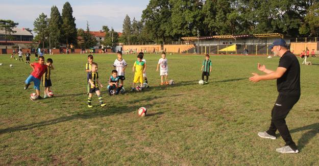 Bin öğrenci yaz yaz spor okulları ile eğleniyor