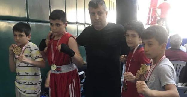 Genç boksörlerin başarısı