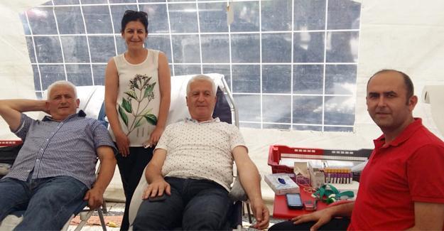 Karasu'da Kızılay'ın kan bağışına yoğun ilgi