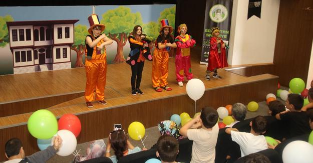 Kur'an Kursu öğrencileri tiyatro ile eğlendi