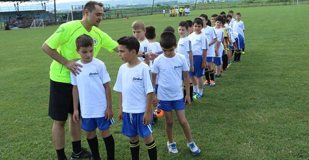Serdivan yaz futbol okulu başladı