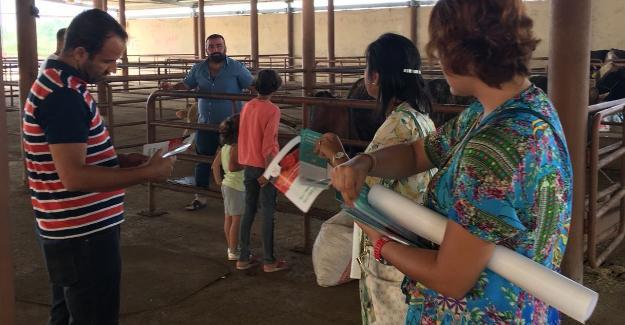 İSM personeli hayvan pazarında vatandaşı bilgilendirdi