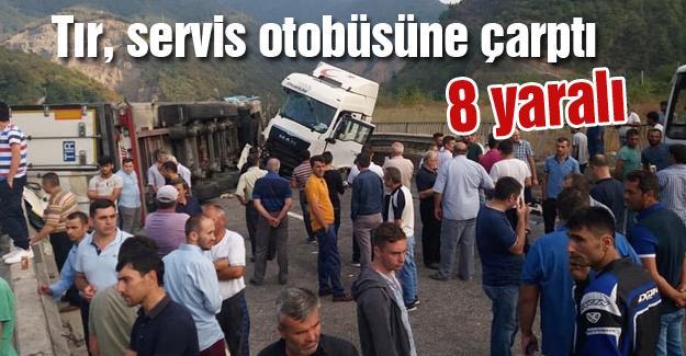 Tır, servis otobüsüne çarptı! 8 yaralı