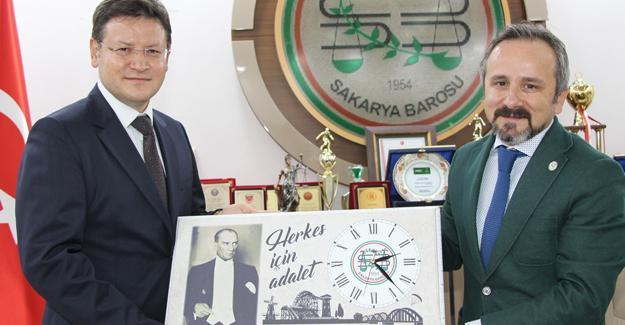 İdare Mahkemesi Başkanı Önal Baroya veda etti