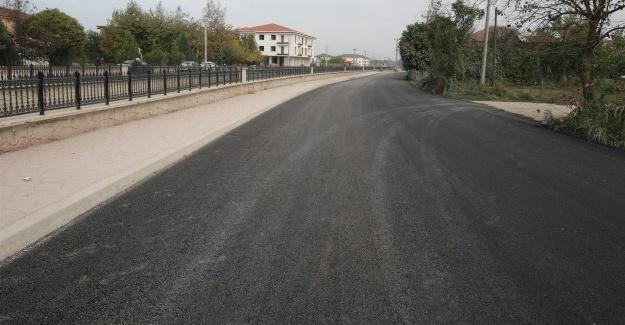 Akyazı'da asfalt çalışmaları sürüyor