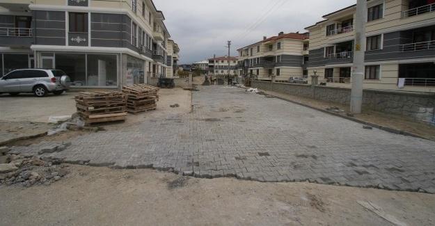 Akyazı'da parke örülmesi işlemleri devam ediyor
