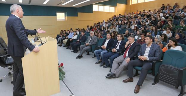 Başkan Altuğ gençlere girişimciliği tavsiye etti