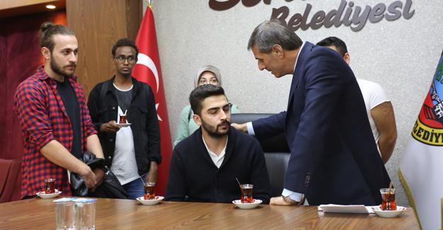 Meclis sonrası öğrencilerle birlikte çay eşliğinde sohbet