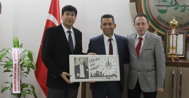 Yeni Baro Başkanı Burak tebrikleri kabul ediyor