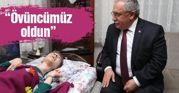 Vali Nayir'den engelli yazar Türeyen'e ziyaret