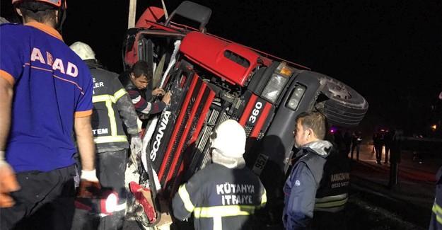 Virajı alamayan kamyon devrildi: 1 ölü