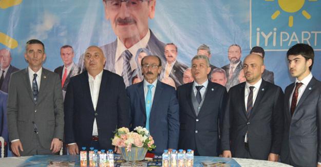 İYİ Parti Erenler Meclis üyelerini tanıttı