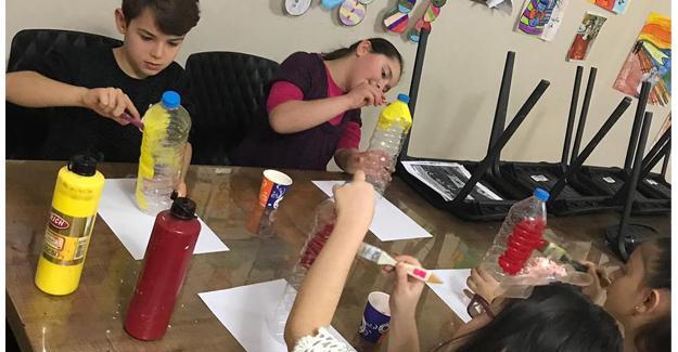 Pet şişelerle Bilgievi bahçesini rengarek yaptılar