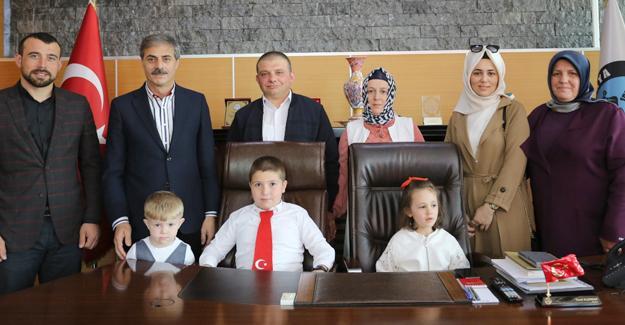 Başkan Alemdar koltuğunu çocuklara devretti