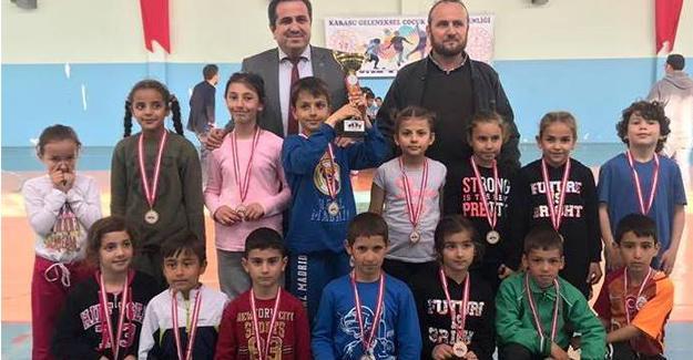 Karasu Geleneksel Çocuk Oyunları Şenliği sona erdi