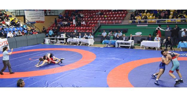 Vali Nayir Güreş Şampiyonasını izledi