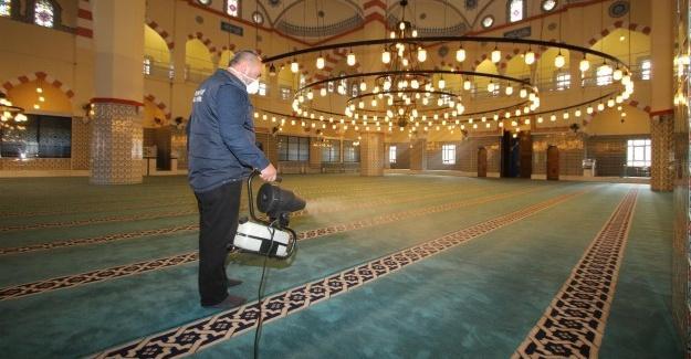 Akyazı'da camilerde Ramazan hazırlığı