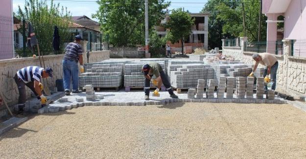 Arifiye'de kilitli parke çalışmaları sürüyor