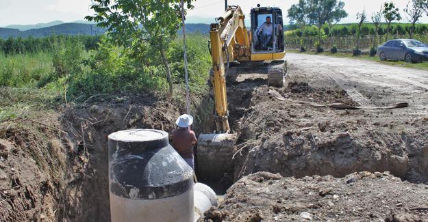 Arifbey Mahallesi'nde yağmur suyu kanal çalışması