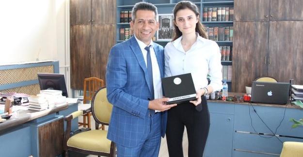 Başkan Burak genç avukatları ziyaret etti
