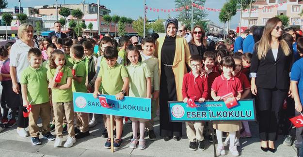 Eğitimciler Atatürk Anıtına çelenk sundu