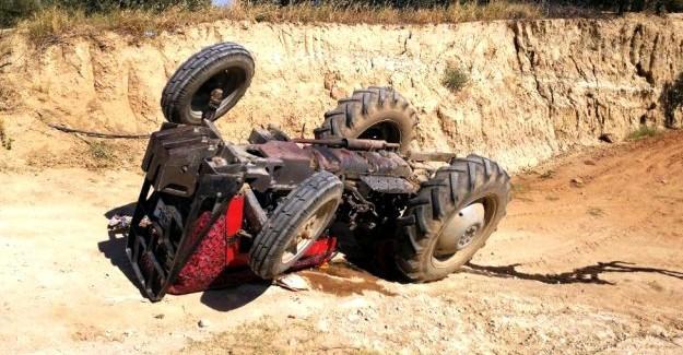 Traktörün altında kalan yaşlı adam yaralandı