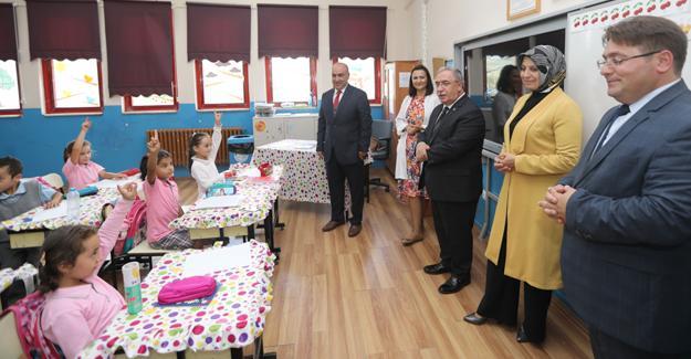 Vali Nayir okul ziyaretlerine başladı
