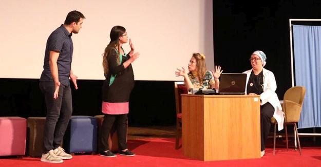 'Anne Sütü Mucizesi' tiyatro gösterisi düzenlendi