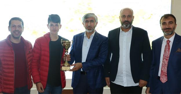 Arif Özsoy bilardo şampiyonunu ağırladı