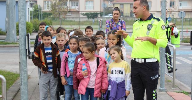 Çocuklar Trafik Park'ta Murat ağabeyleri ile çok eğlendi