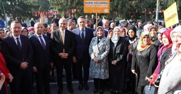 AK Kadınlar şiddete karşı yürüdü