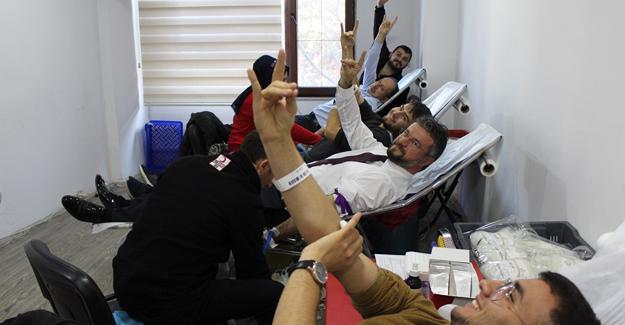 Ülkücüler kan bağışladı