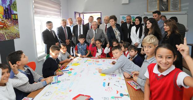 Vali Nayir Söğütlü'de Tasarım Beceri Atölyelerini gezdi