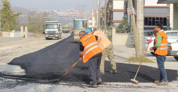 Arifiye'de sıcak asfalt çalışmaları devam ediyor