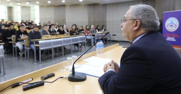 Vali Nayir, öğrenci buluşmasında tecrübelerini paylaştı