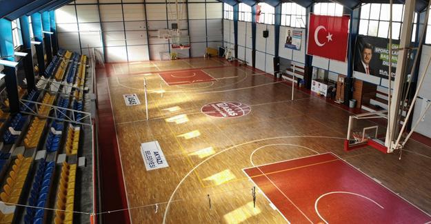 Akyazı'daki spor tesislerine bakım ve onarım yapıldı